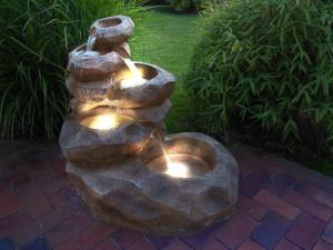 """Garten Springbrunnen - """"Wasserfall"""" mit Beleuchtung"""
