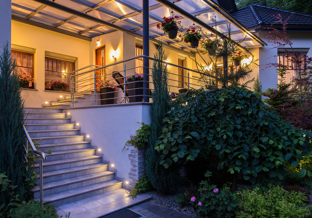 Elegant Balkon Beleuchtet Von Solarleuchten